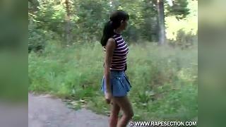 маньяк изнасиловал школьницу (18 лет) в парке