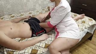 Медсестра избавила пациента от стояка сексом