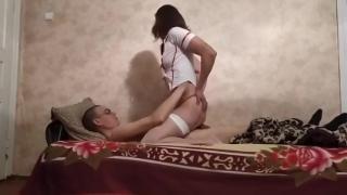 Медсестра удовлетворяет пациента